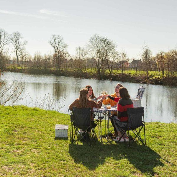 Picknick Opgezet En Afgeruimd Aan Maaigemdijk (2 Personen)